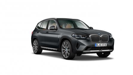 Renting BMW X3 xDrive30e