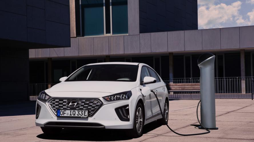 Hyundai_IONIQ_Plug-in_2020-06@2x