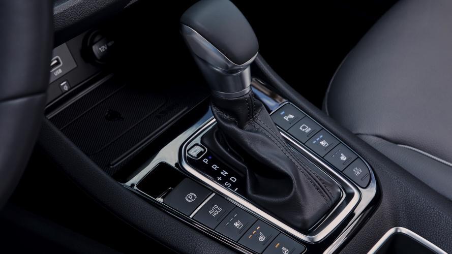 Hyundai_IONIQ_Plug-in_2020-09@2x