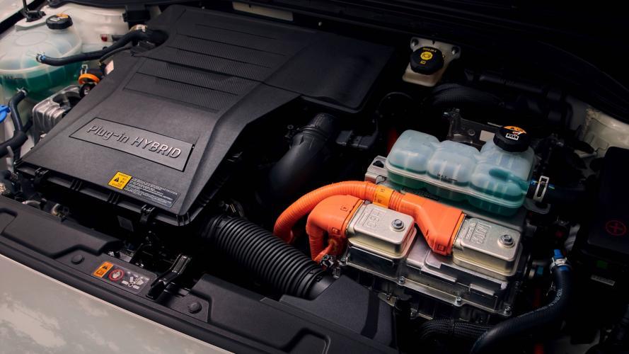 Hyundai_IONIQ_Plug-in_2020-10@2x