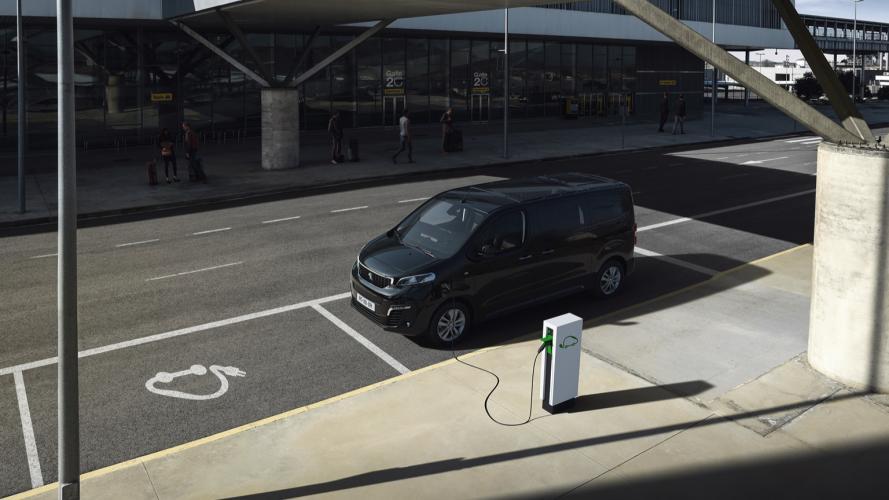 Peugeot_e-Traveller-07@2x
