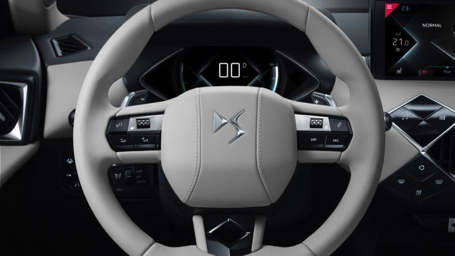 ds-automobiles-3-crossback-e-tense-ds-crossback-06@2x