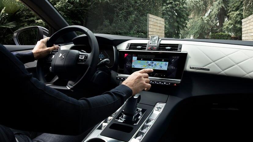 ds-automobiles-7-crossback-e-tense-300-4x4-ds-7-crossback-e-tech-300-moveco-2
