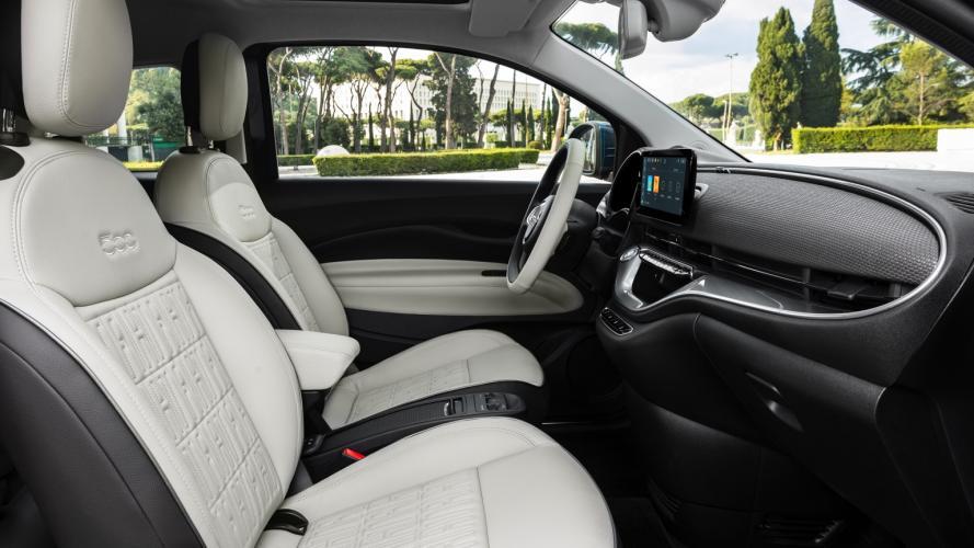 fiat-500-berlina-action-hatchback-2020-10@2x