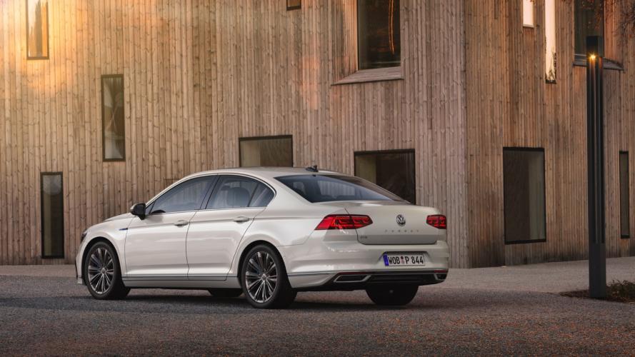 Volkswagen_Passat_GTE__2020-02@2x