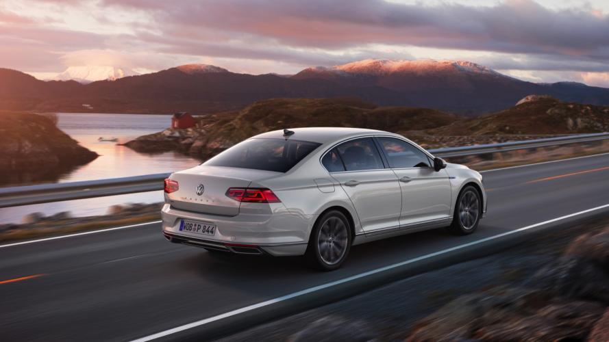 Volkswagen_Passat_GTE__2020-03@2x