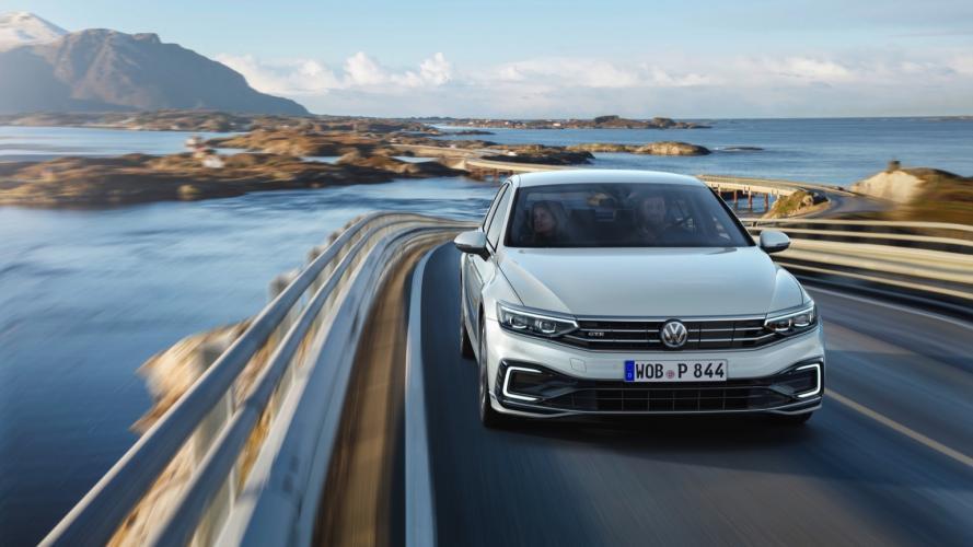 Volkswagen_Passat_GTE__2020-04@2x