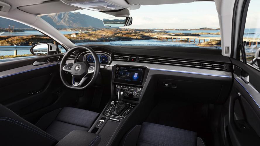 Volkswagen_Passat_GTE__2020-07@2x