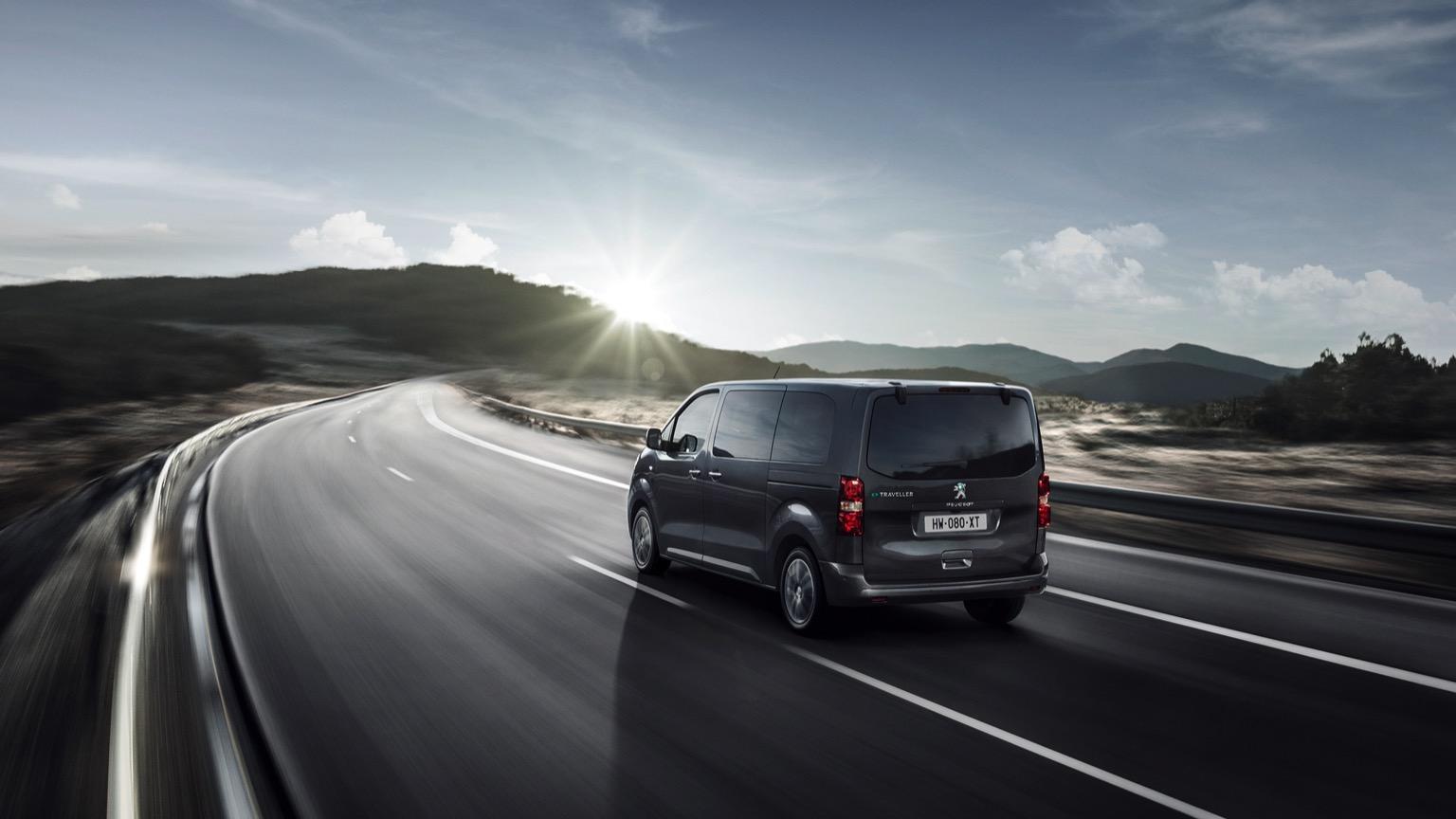 Peugeot_e-Traveller-05@2x
