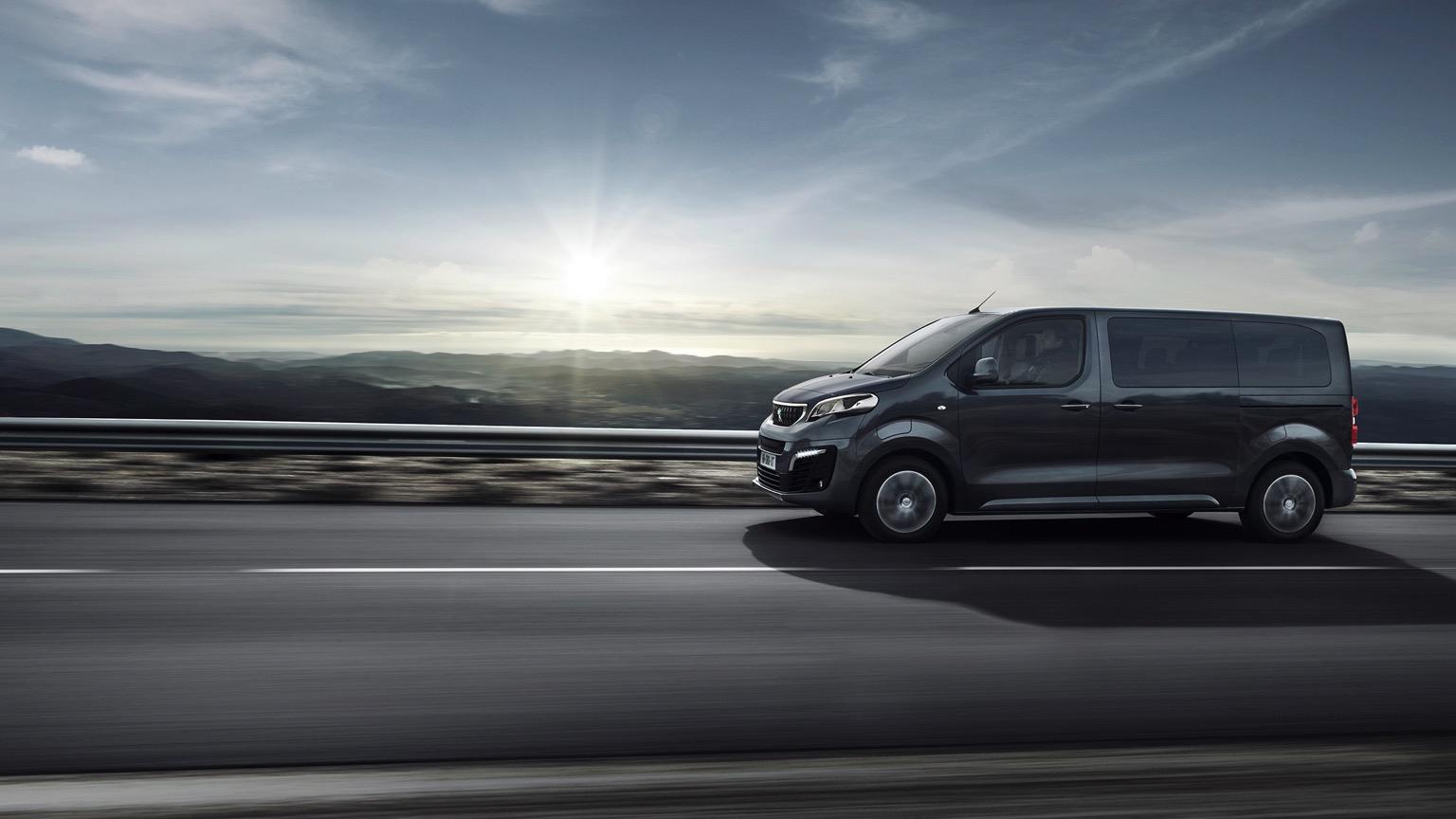 Peugeot_e-Traveller-06@2x