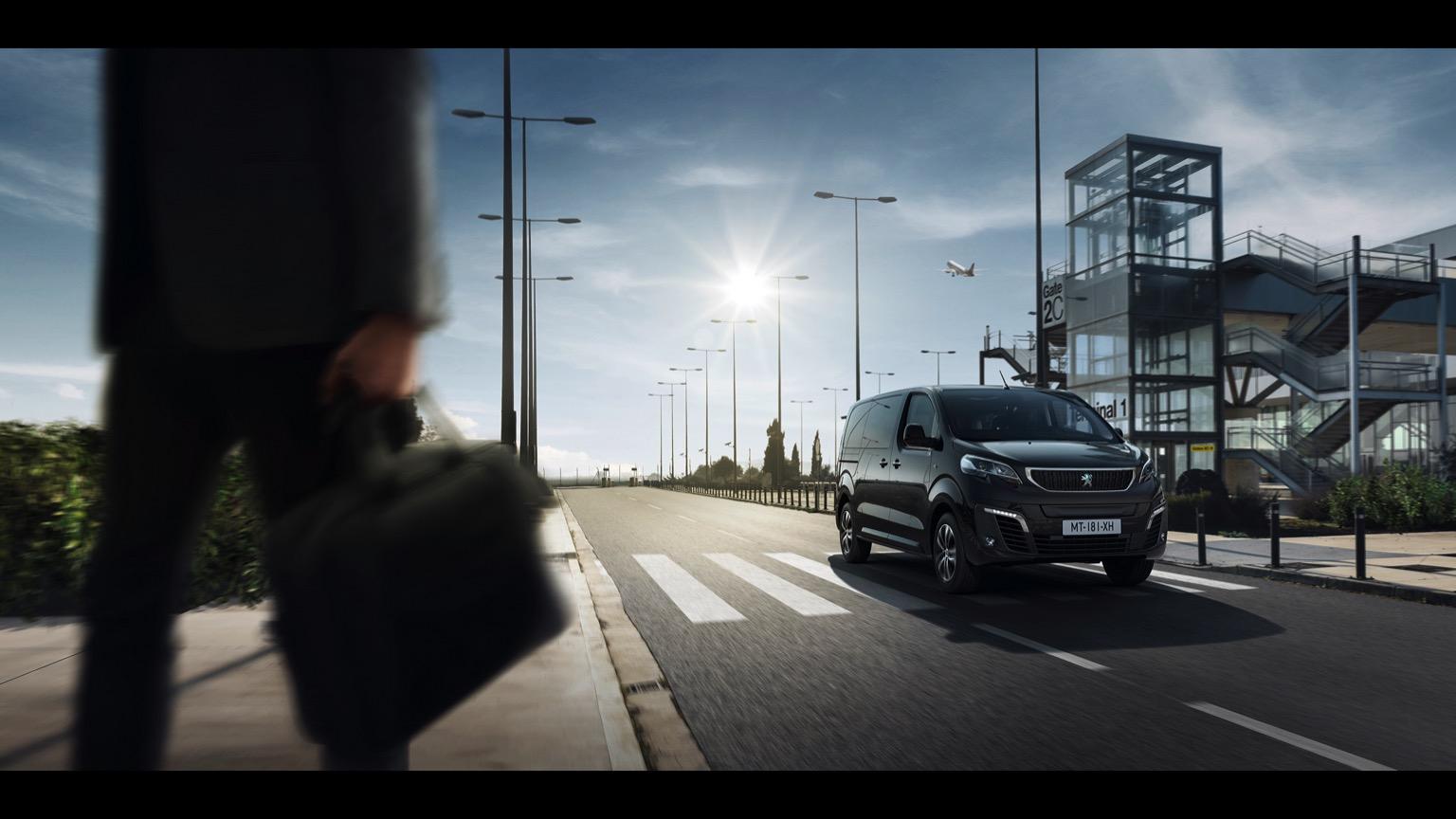 Peugeot_e-Traveller-08@2x